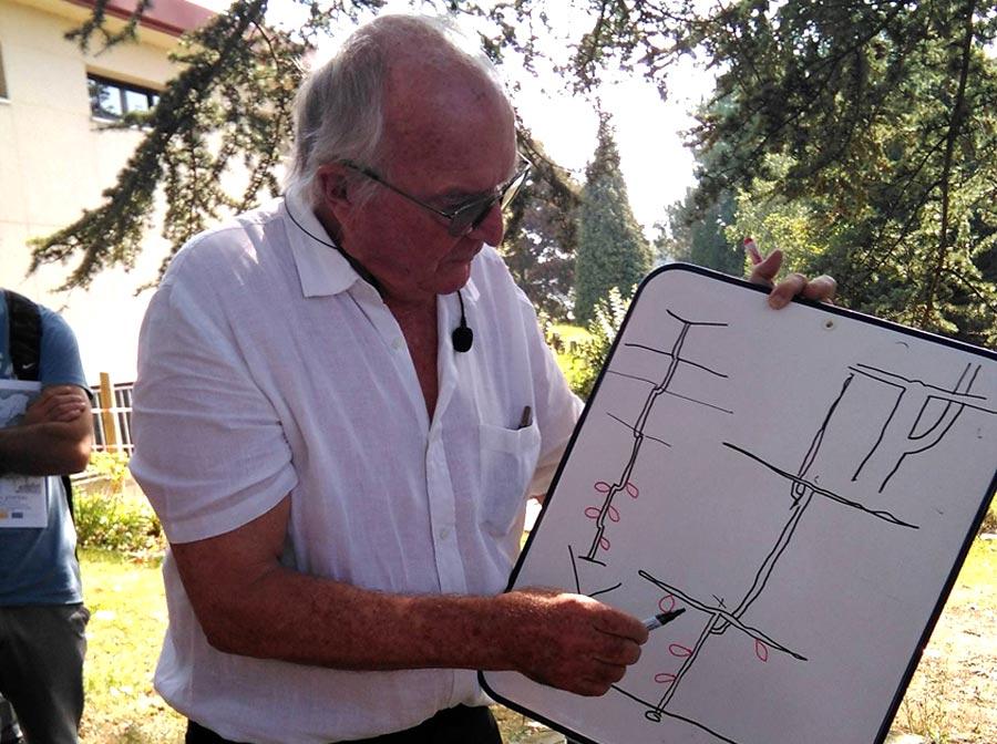 Francis Hallé dibujando